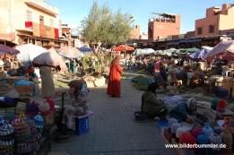 Rahba-Kedima-Platz- Chamäleons, Schildkröten und Wollmützen