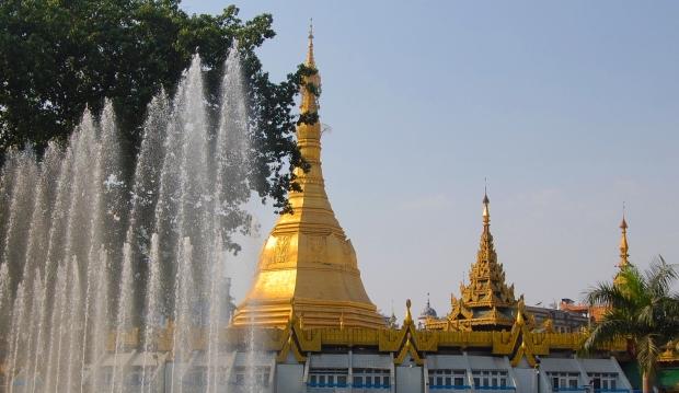 Die Sule Pagode befindet sich im Zentrum Yangons und ist rund 46 Meter hoch