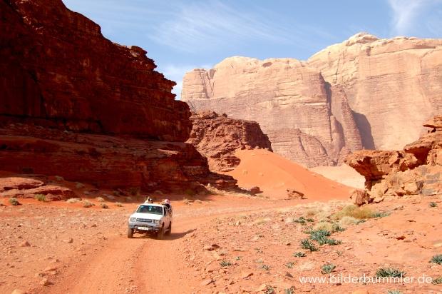 Angebote für Jeep- oder Kameltouren findest du im Wadi Rum Besucherzentrum, in deiner Unterkunft oder im Internet.
