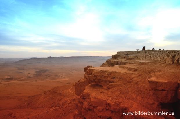 Sonnenuntergang am Aussichtspunkt von Mitzpe Ramon. Zur Nebensaison ein traumhaftes Erlebnis!