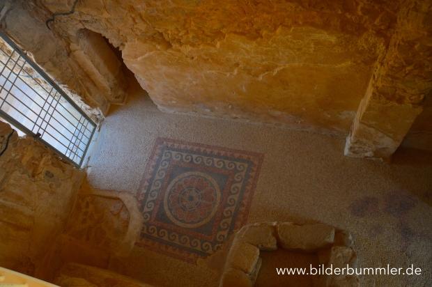 Mosaikboden in Masada- unglaublich aber wahr: aus der Zeit Herodes des Großen und damit rund 2000 Jahre alt...